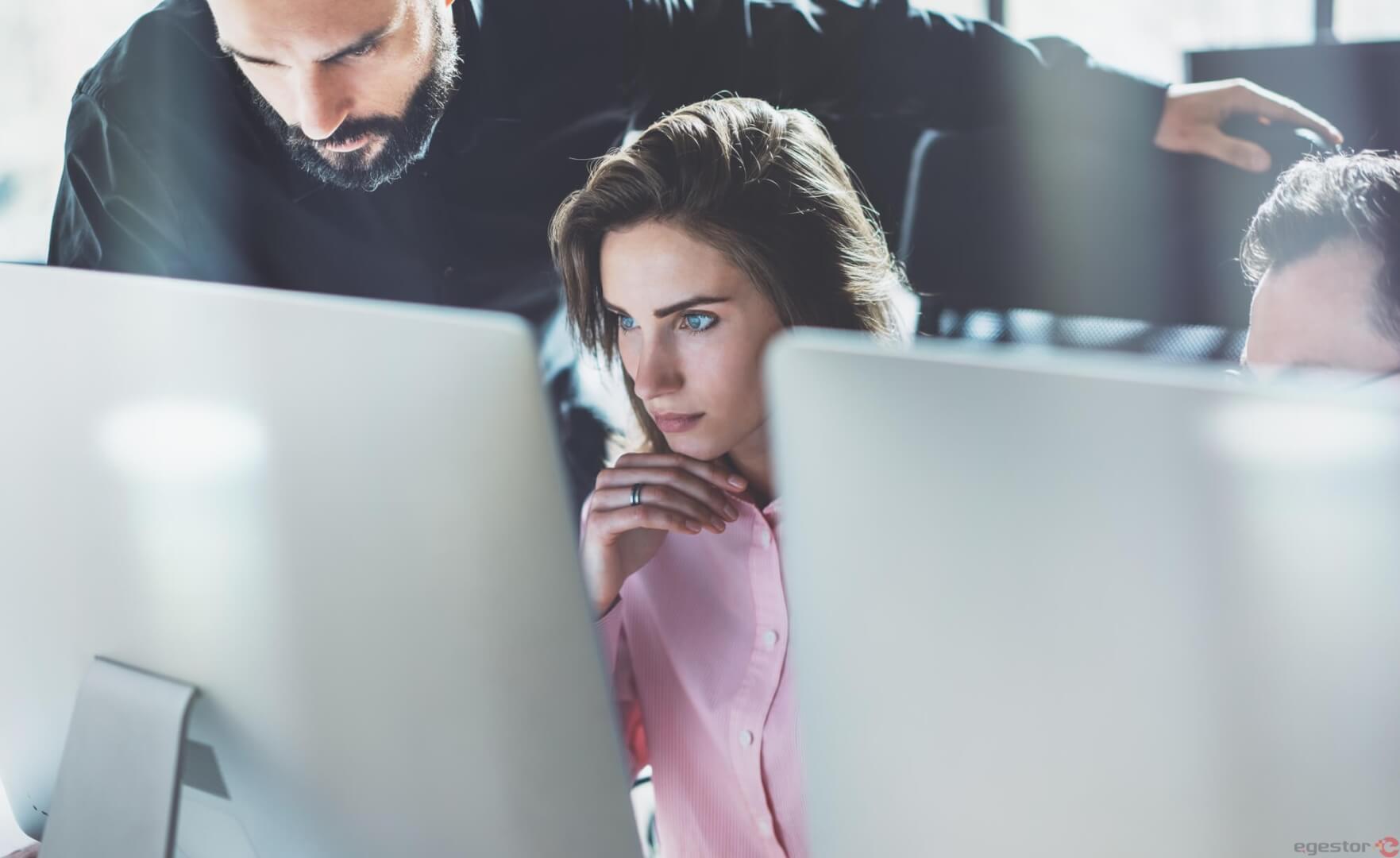 10 passos para implementar um plano de cargos e salários em uma pequena empresa