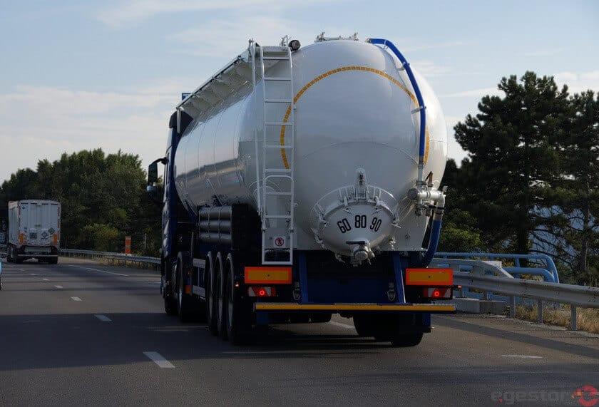 caminhão cisterna