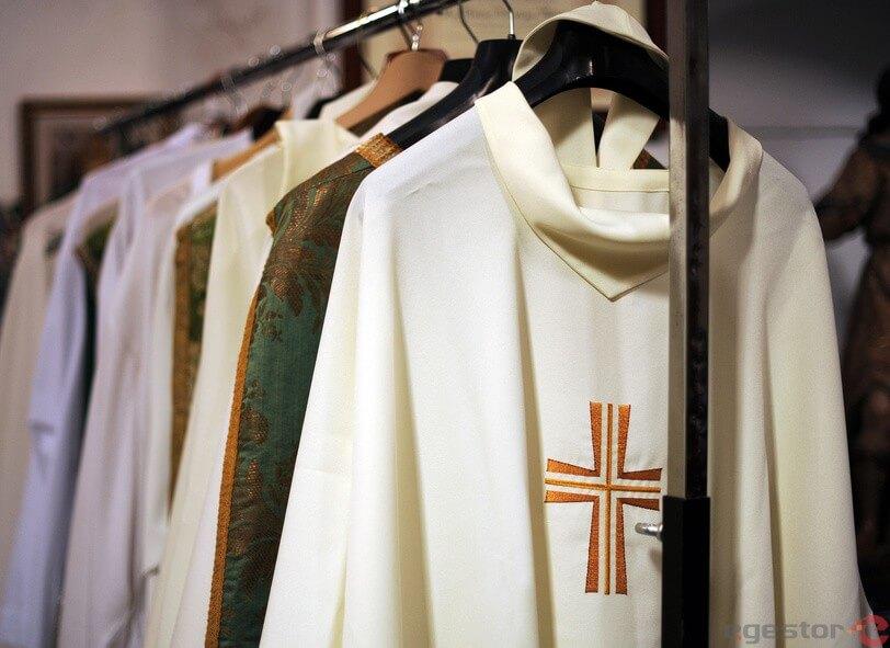 Como montar uma confecção de roupas e paramentos religiosos