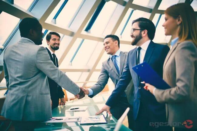 Contratar freelancer: saiba as vantagens e os riscos!