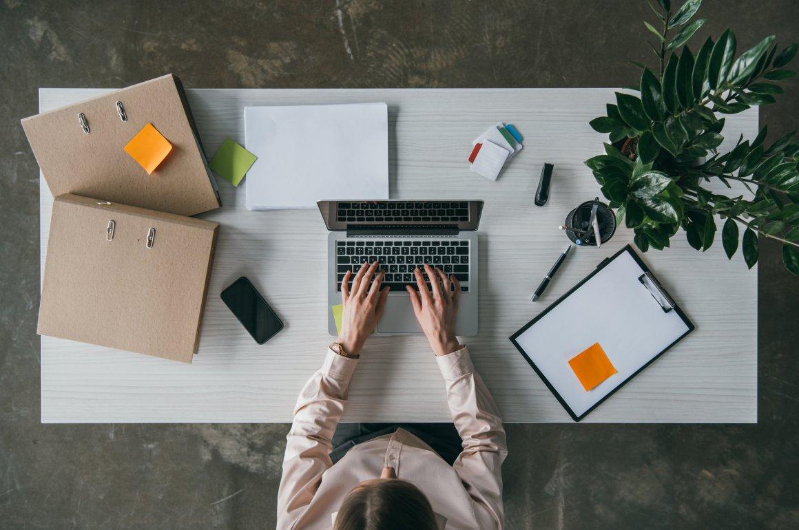 Como organizar de forma eficiente as receitas e despesas do meu negócio?